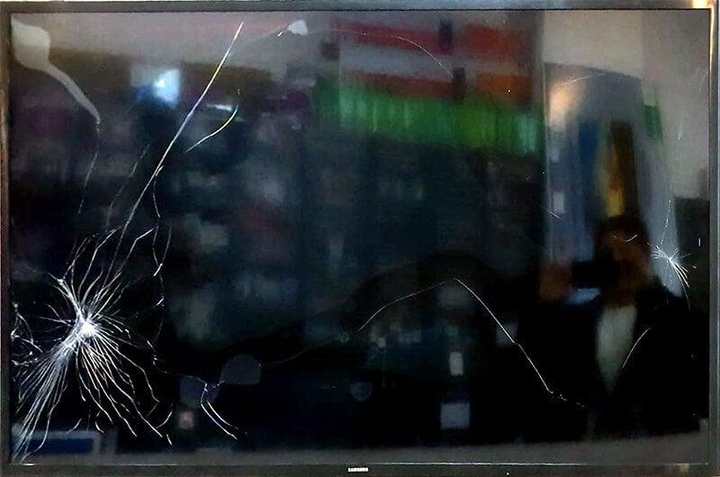 LED TV ekran (panel) arızası: darbe ile ekran kırıldı