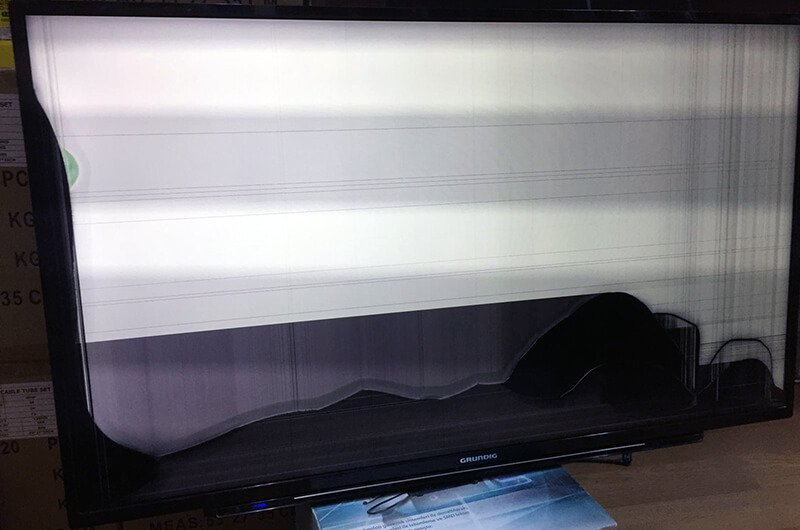 LED TV ekran (panel) arızası: leke ve siyah beyaz çizgiler çıkıyor